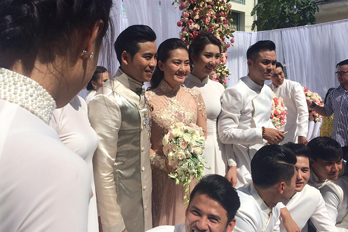 Cap doi Ngoc Lan Thanh Binh tuoi roi trong dam hoi-Hinh-2