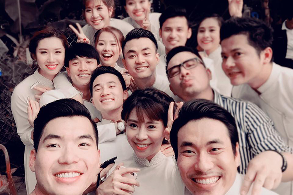 Cap doi Ngoc Lan Thanh Binh tuoi roi trong dam hoi-Hinh-9