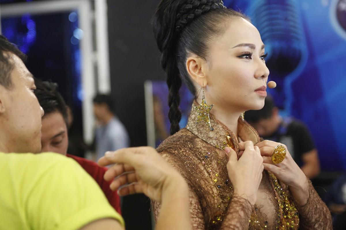 Thu Minh than thiet voi Bang Kieu o hau truong Vietnam Idol-Hinh-4