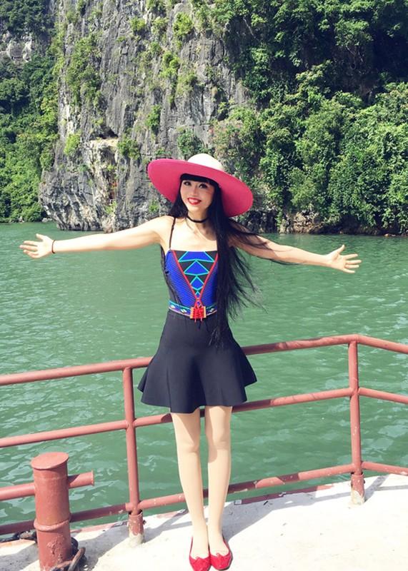 Sieu mau Jessica Minh Anh thich thu kham pha vinh Ha Long-Hinh-2