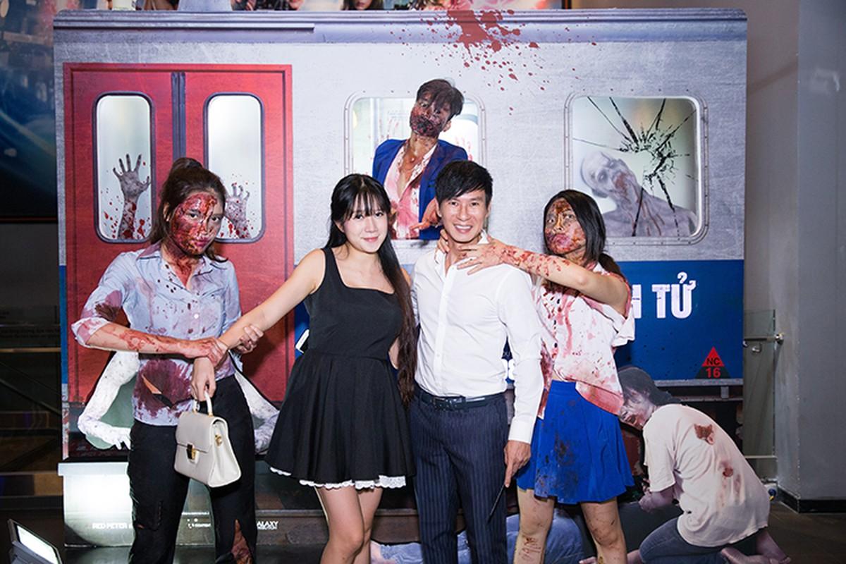 Ly Hai Minh Ha vui ve di xem phim kinh di