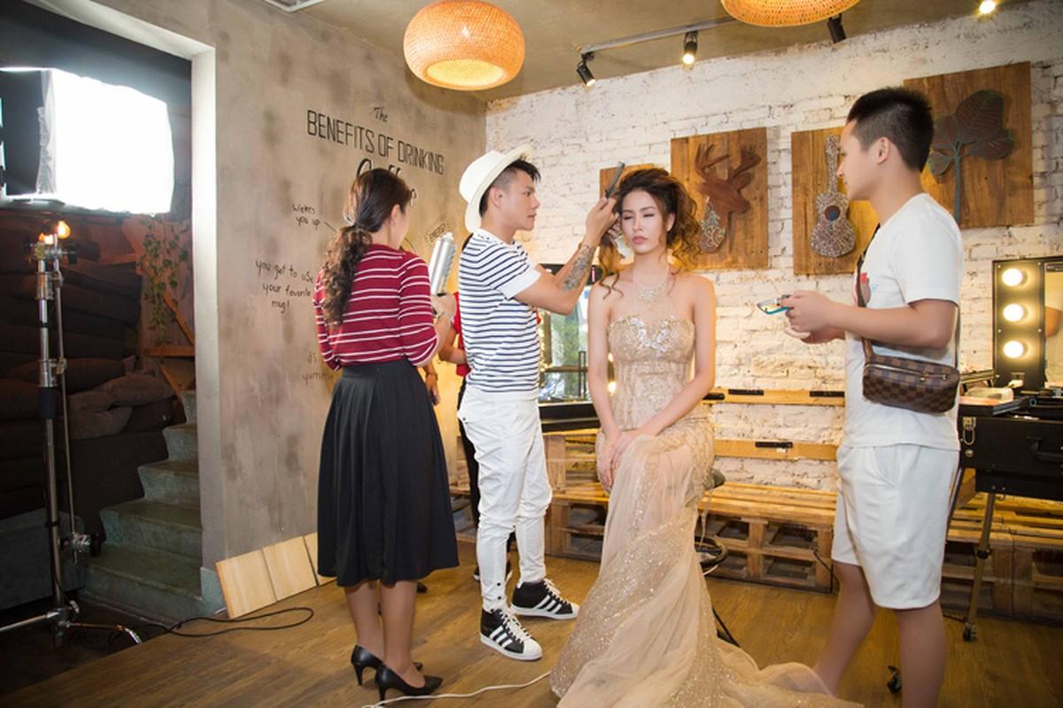 Le Khanh trang diem doc la lam nao loan phong makeup-Hinh-3