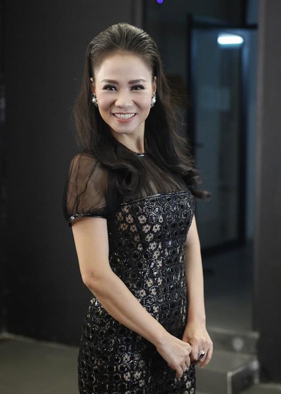 Thu Minh vui ve di cham thi du vang chong thap tung-Hinh-5