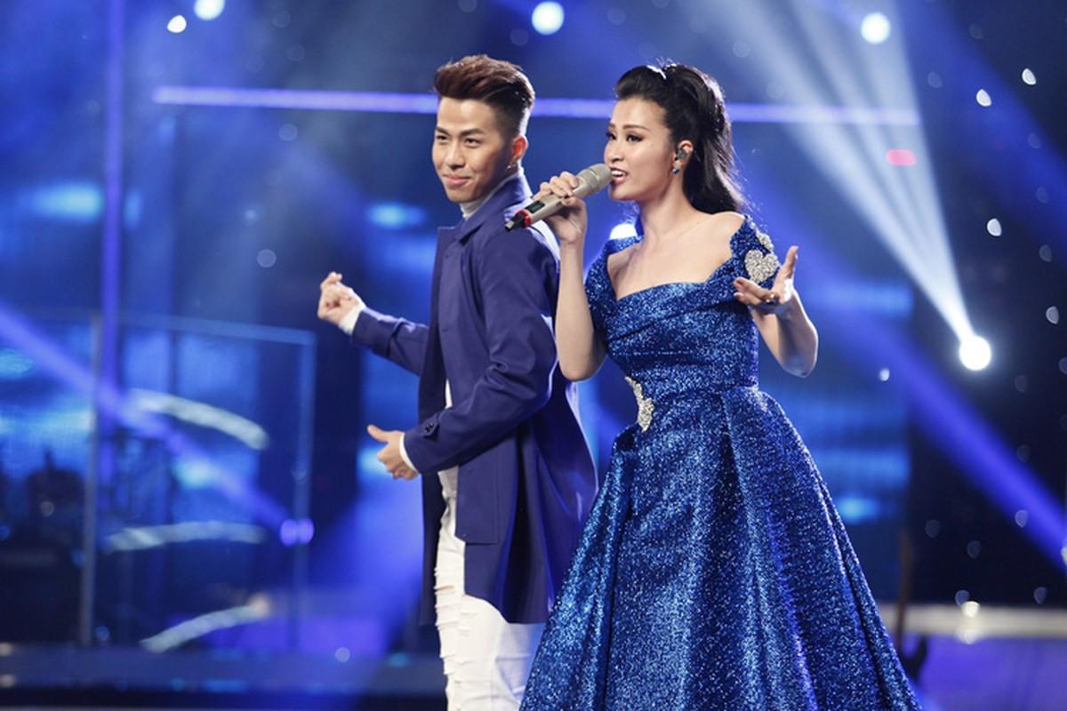 Thu Minh vui ve di cham thi du vang chong thap tung-Hinh-8