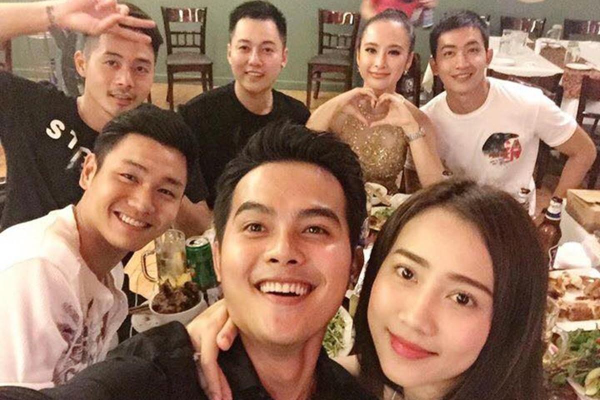 Angela Phuong Trinh di tu thien cung ban trai man anh-Hinh-4