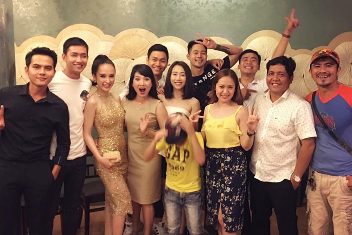 Angela Phuong Trinh di tu thien cung ban trai man anh-Hinh-5
