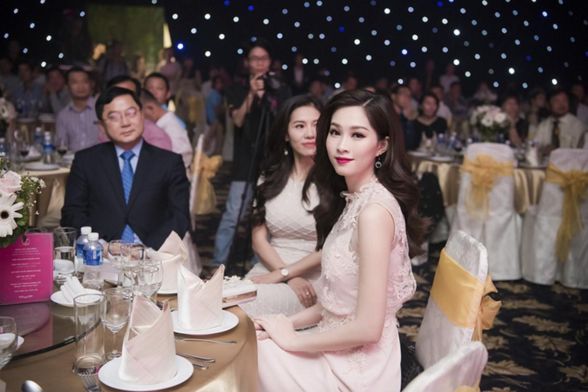 Thi sinh HHVN 2016 long lay xuat hien cung Dam Vinh Hung-Hinh-7