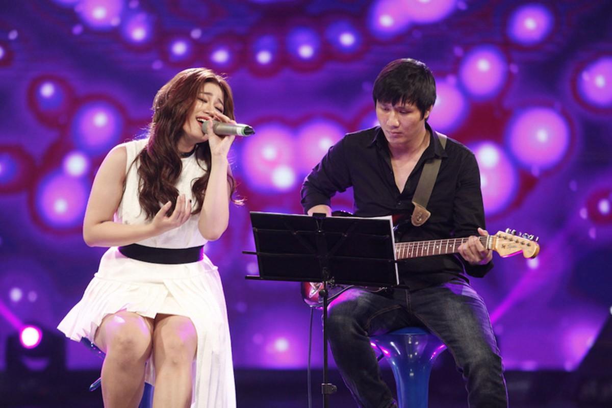 Thu Minh dua gion voi ong xa o hau truong Vietnam Idol-Hinh-13