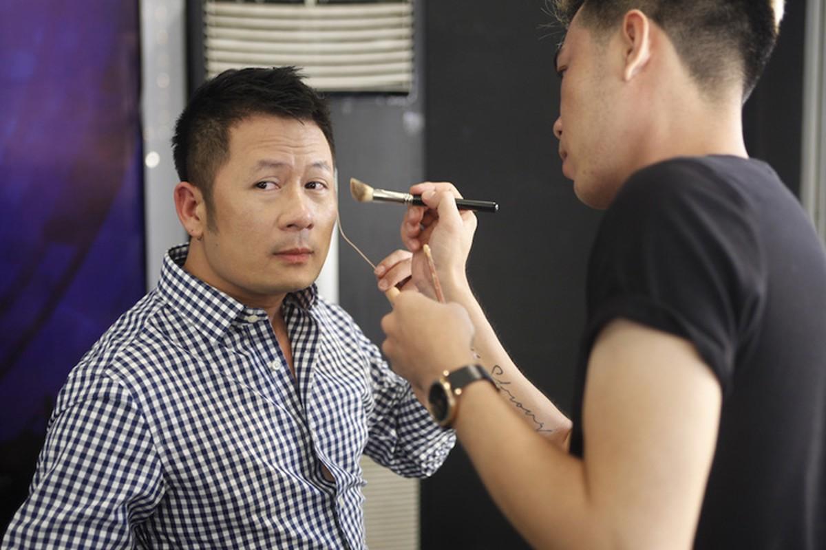 Thu Minh dua gion voi ong xa o hau truong Vietnam Idol-Hinh-5