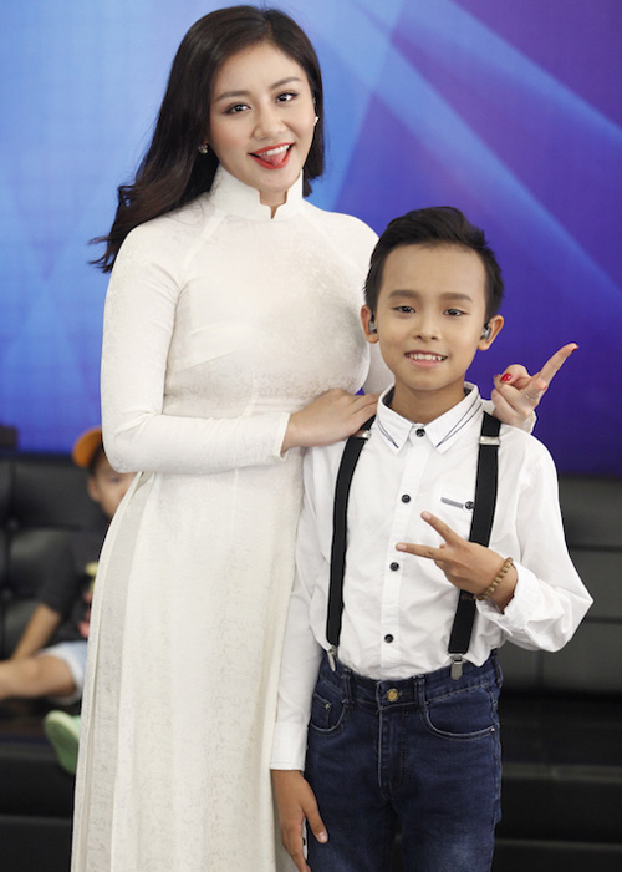 Thu Minh dua gion voi ong xa o hau truong Vietnam Idol-Hinh-8
