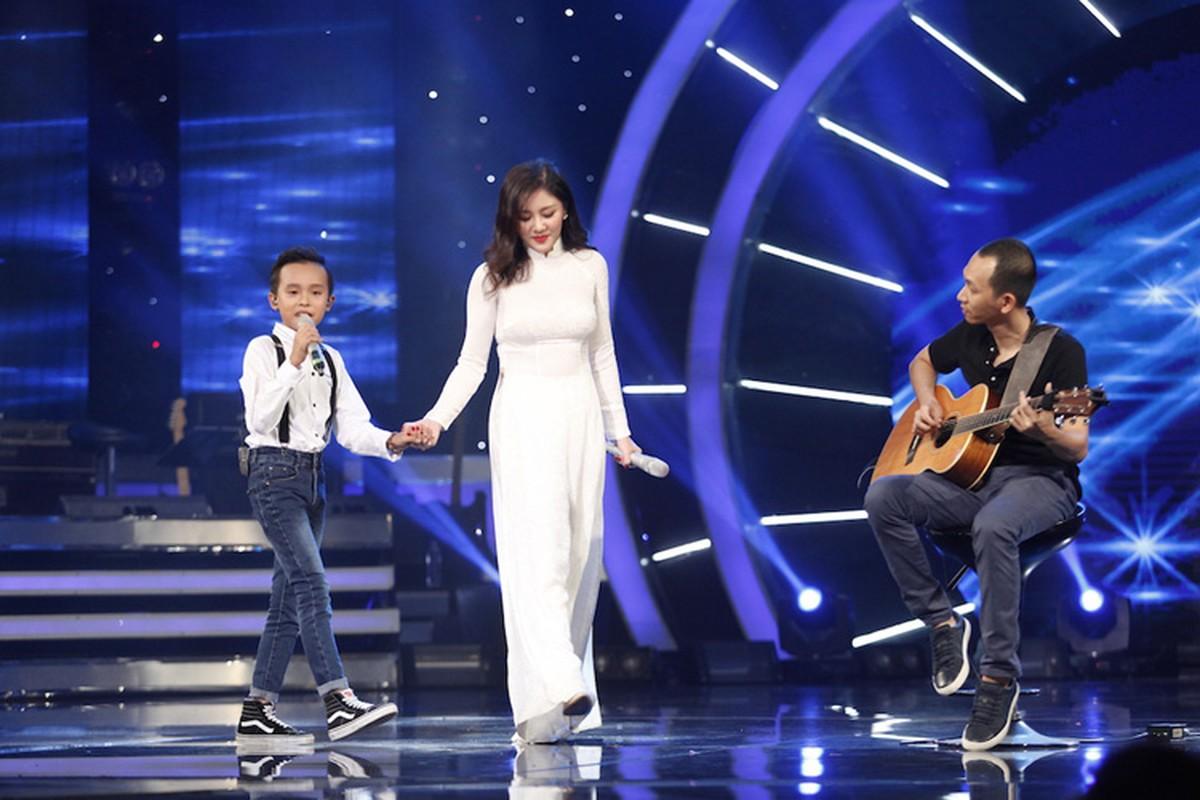 Thu Minh dua gion voi ong xa o hau truong Vietnam Idol-Hinh-9
