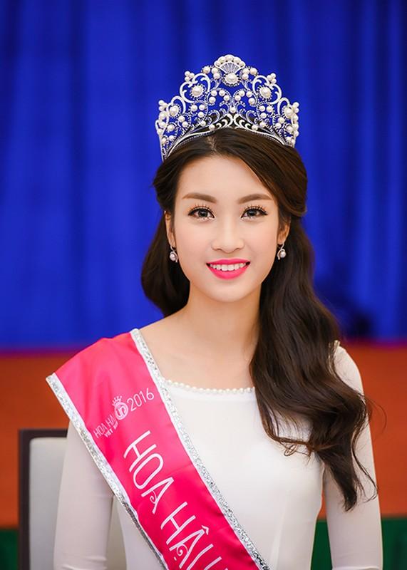Hoa hau Do My Linh xuat hien rang ro sau dang quang-Hinh-2
