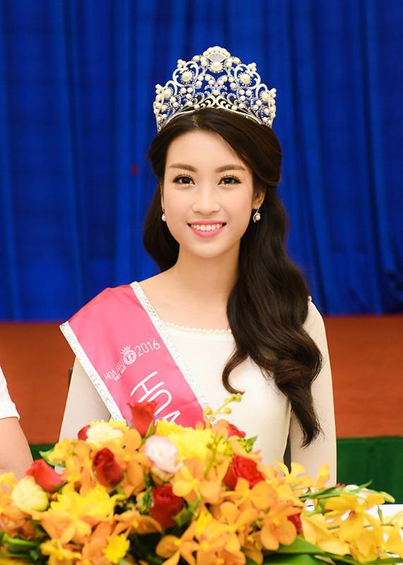 Hoa hau Do My Linh xuat hien rang ro sau dang quang-Hinh-4