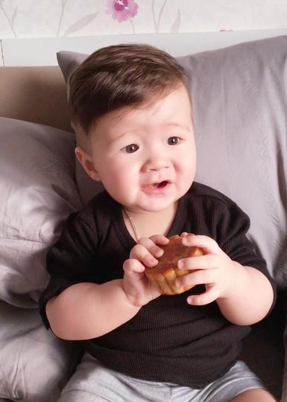 Con trai Elly Tran thich thu gam banh trung thu-Hinh-5