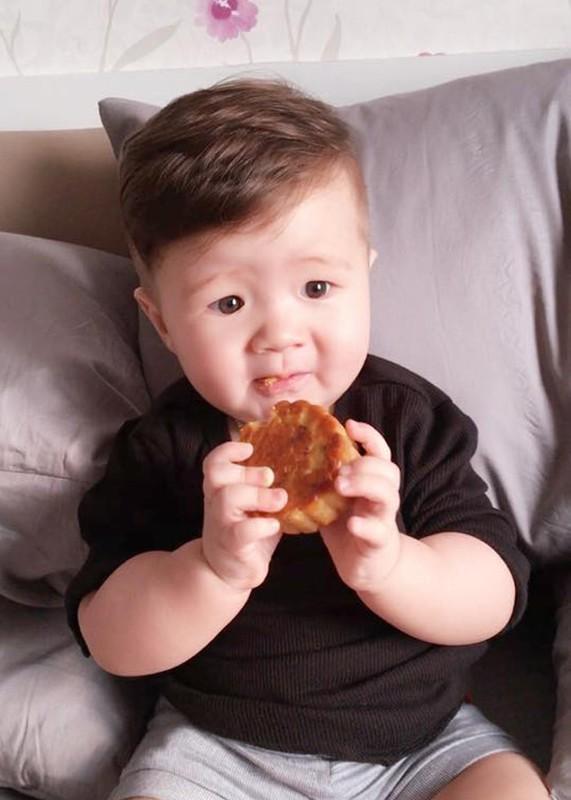 Con trai Elly Tran thich thu gam banh trung thu-Hinh-6