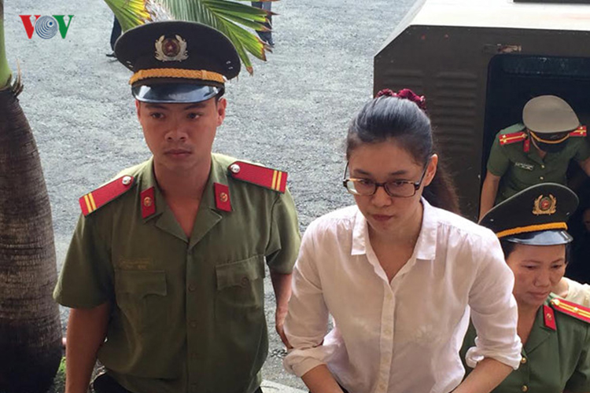Chan dung nguoi ban vuong vong lao ly cung HH Phuong Nga-Hinh-2