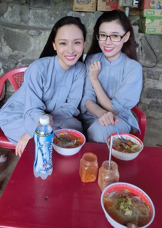 Chan dung nguoi ban vuong vong lao ly cung HH Phuong Nga-Hinh-4