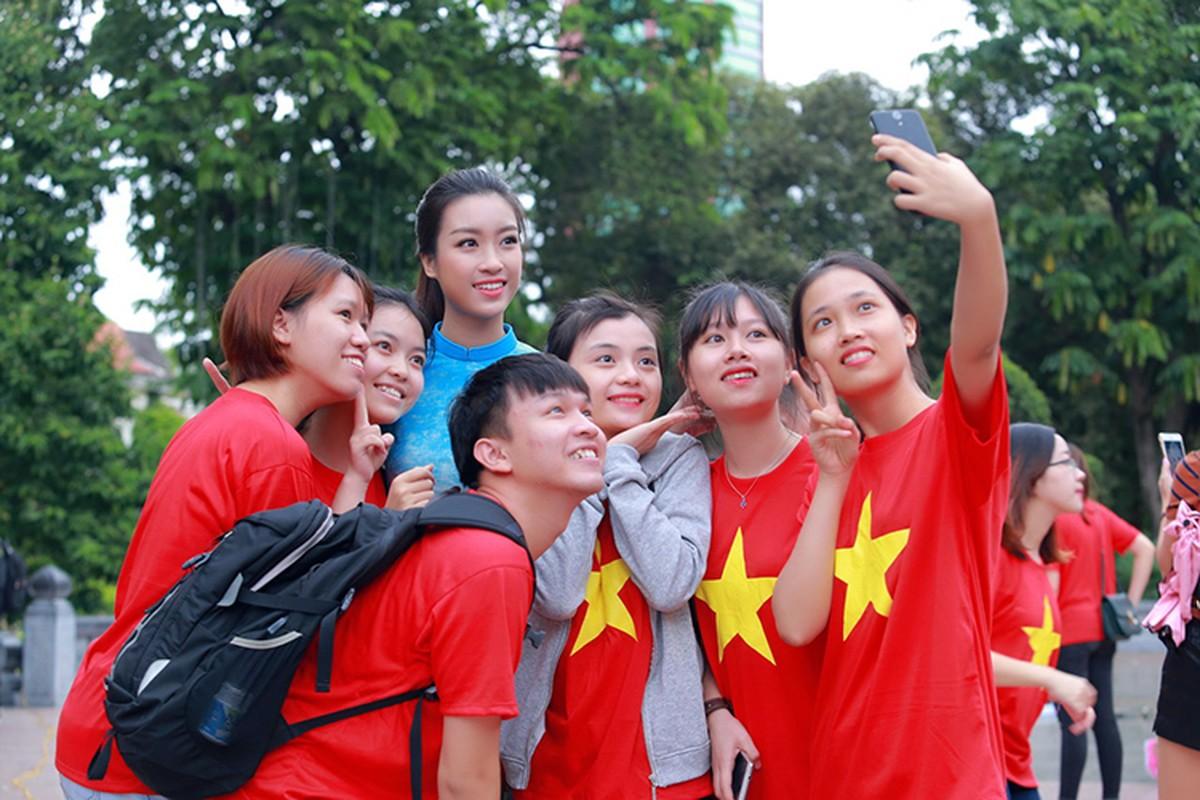 HH Do My Linh dien ao dai nhay flashmob o Ho Guom-Hinh-9