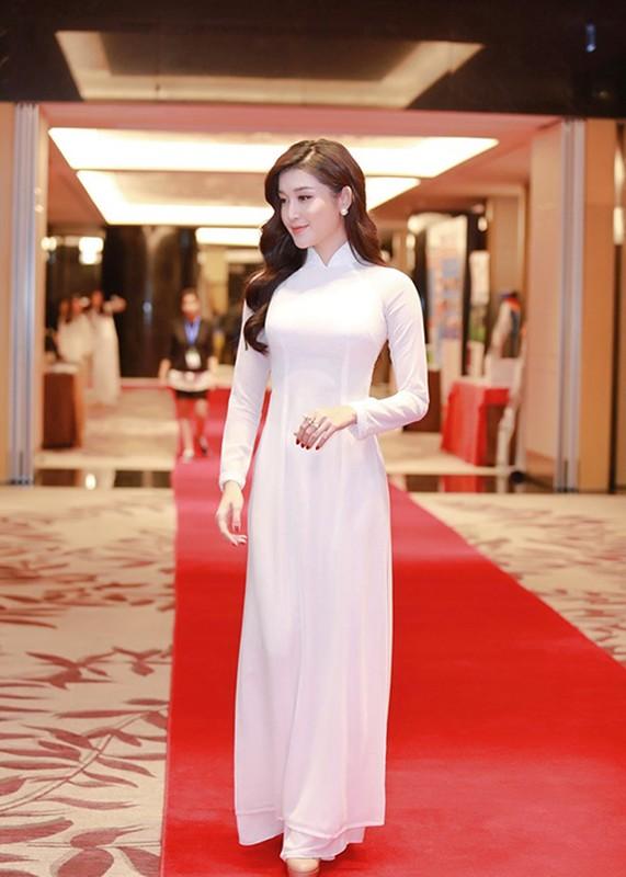 A hau Huyen My dien ao dai don tiep Hoang tu Anh-Hinh-3