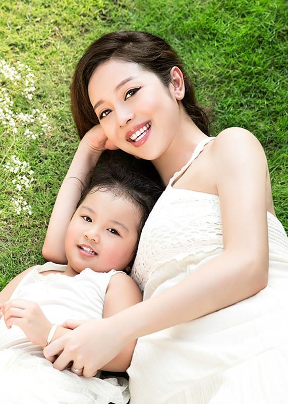 Mang bau lan 3 Jennifer Pham van rat xinh dep-Hinh-4