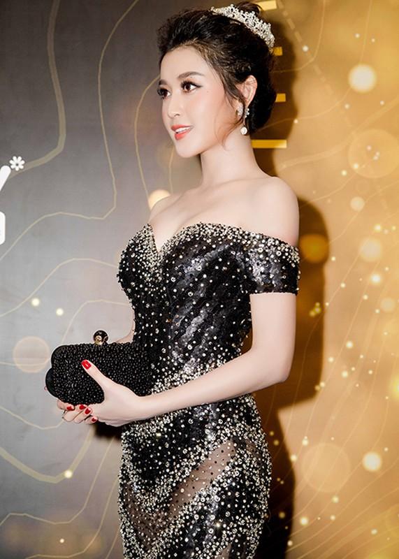 Thu Thao, Ky Duyen, Huyen My dep long lay tren tham do-Hinh-10