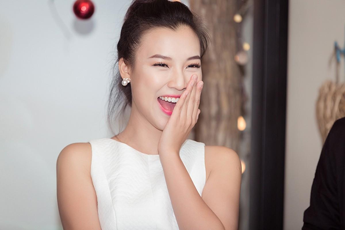 A hau Hoang Oanh lan dau ke ve bien co gia dinh-Hinh-8