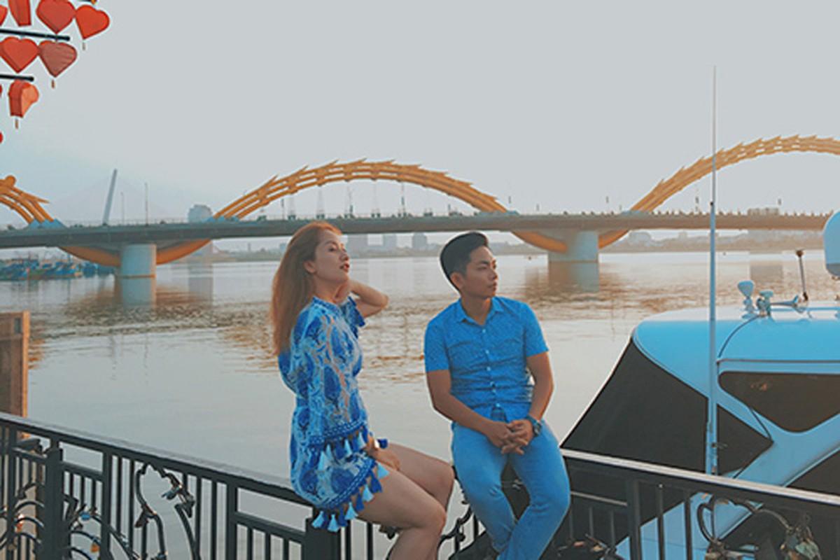 """Bat ngo hanh dong """"ham nong tinh cam"""" cua Khanh Thi - Phan Hien-Hinh-4"""