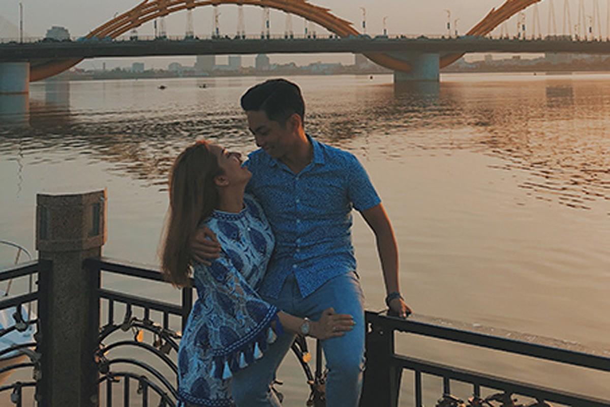 """Bat ngo hanh dong """"ham nong tinh cam"""" cua Khanh Thi - Phan Hien-Hinh-7"""