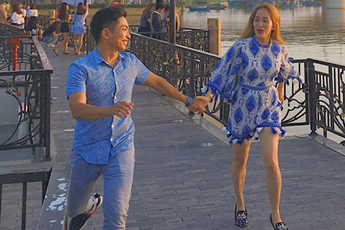 """Bat ngo hanh dong """"ham nong tinh cam"""" cua Khanh Thi - Phan Hien-Hinh-8"""