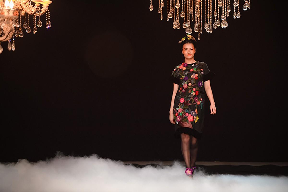 Hong Que mum mim sau 4 thang sinh con van tu tin catwalk-Hinh-4