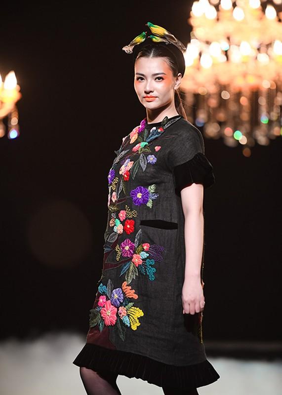 Hong Que mum mim sau 4 thang sinh con van tu tin catwalk-Hinh-6