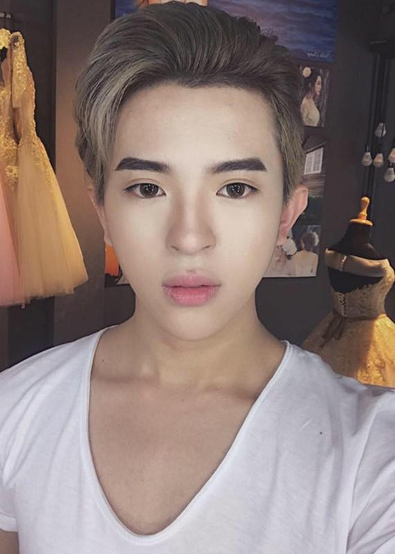 Chan dung con trai dong tinh dien trai cua HH Thu Hoai-Hinh-10