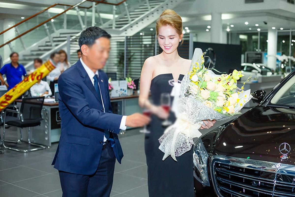 Ngoc Trinh vui ve ngoi nhau giua on ao mua xe 12 ty-Hinh-2