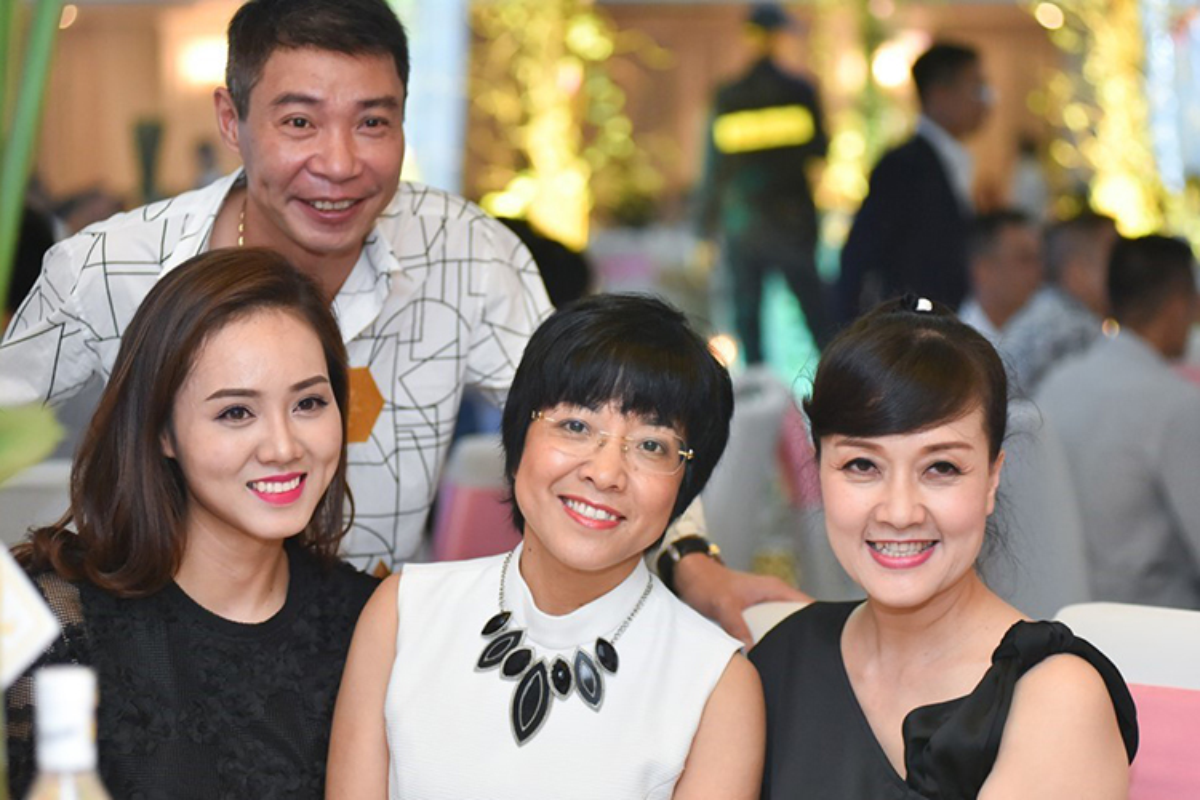Sao Viet chia tay van than thiet: That hay dien?-Hinh-8
