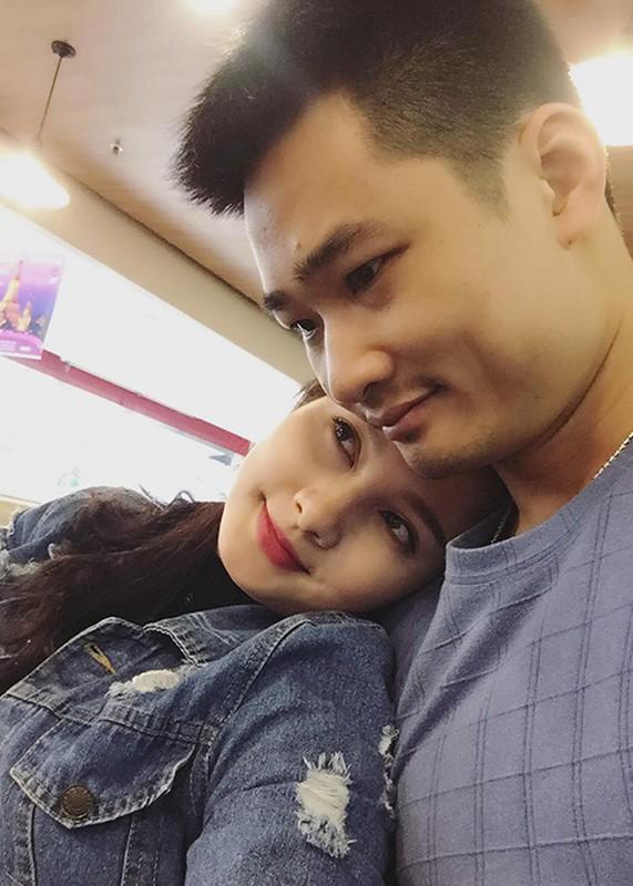Anh Bao Thanh hanh phuc ben chong truoc on ao tha thinh