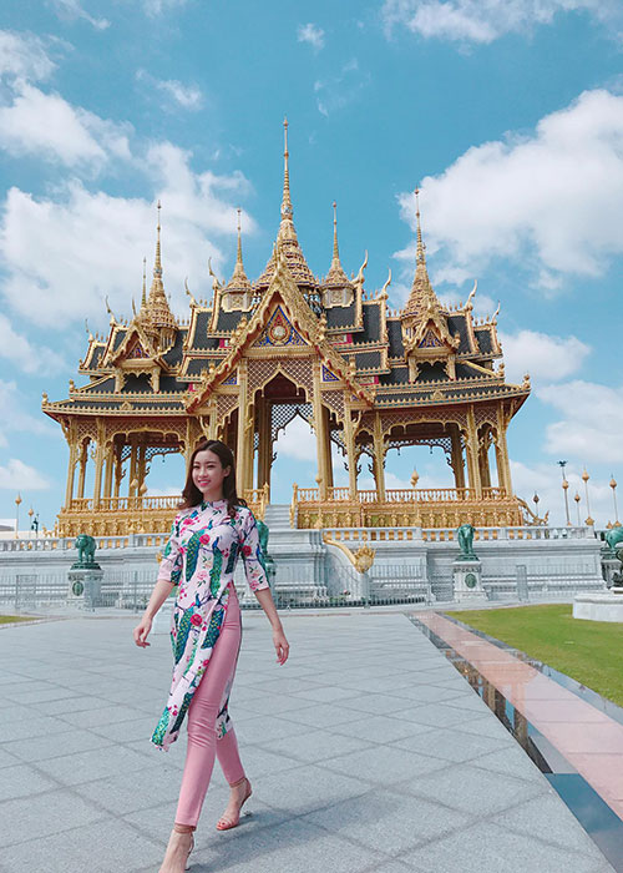 Hot Face sao Viet 24h: Ngoc Trinh khoe anh cuoi chup cung Khac Tiep-Hinh-4