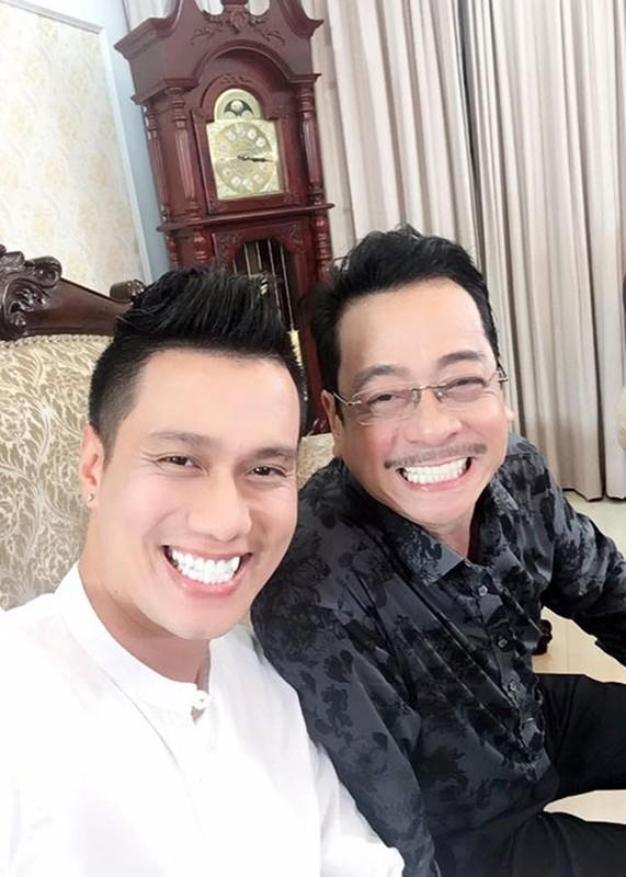Hot Face sao Viet 24h: Ngoc Trinh khoe anh cuoi chup cung Khac Tiep-Hinh-7