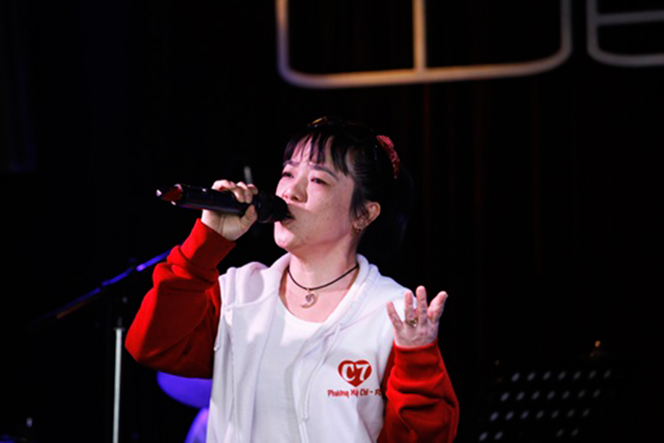 Chan dung co Ut to Phuong My Chi vo on gay soc-Hinh-5
