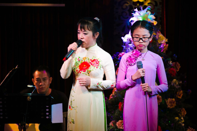 Chan dung co Ut to Phuong My Chi vo on gay soc-Hinh-7