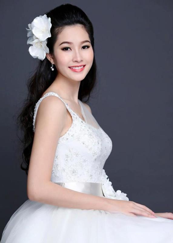 Ngam Hoa hau Dang Thu Thao tuyet dep khi dien vay co dau-Hinh-6