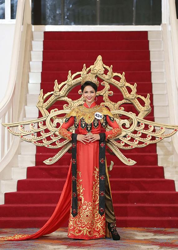 Bat ngo ly do Mau Thuy rot top 8 Hoa hau Hoan vu VN-Hinh-6