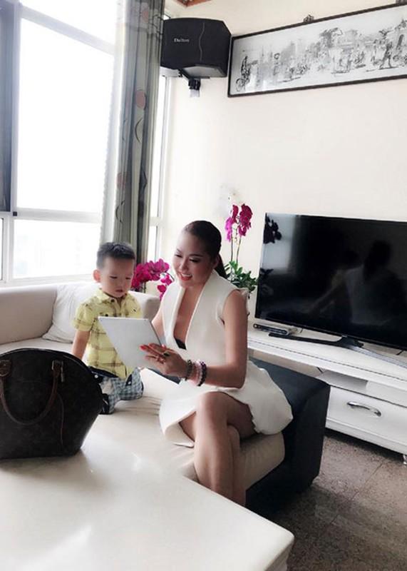 Hot Face sao Viet 24h: Huong Giang Idol khoa moi trai Tay-Hinh-11