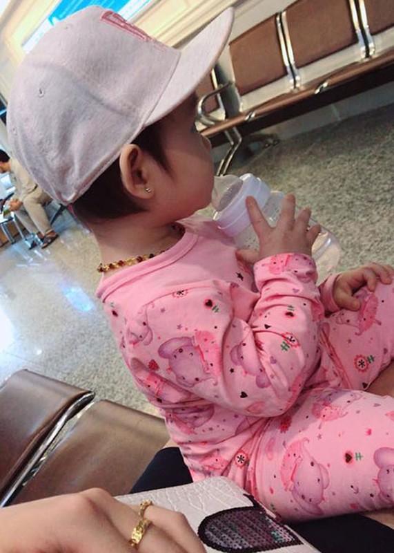 Hot Face sao Viet 24h: Huong Giang Idol khoa moi trai Tay-Hinh-12