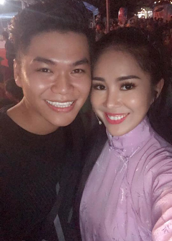 Hot Face sao Viet 24h: Huong Giang Idol khoa moi trai Tay-Hinh-6