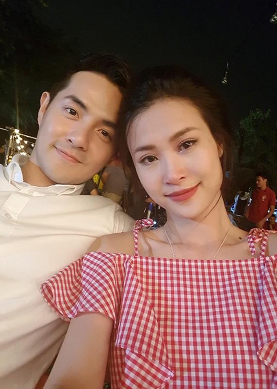 Hot Face sao Viet 24h: Dong Nhi mat ngan le ben Ong Cao Thang