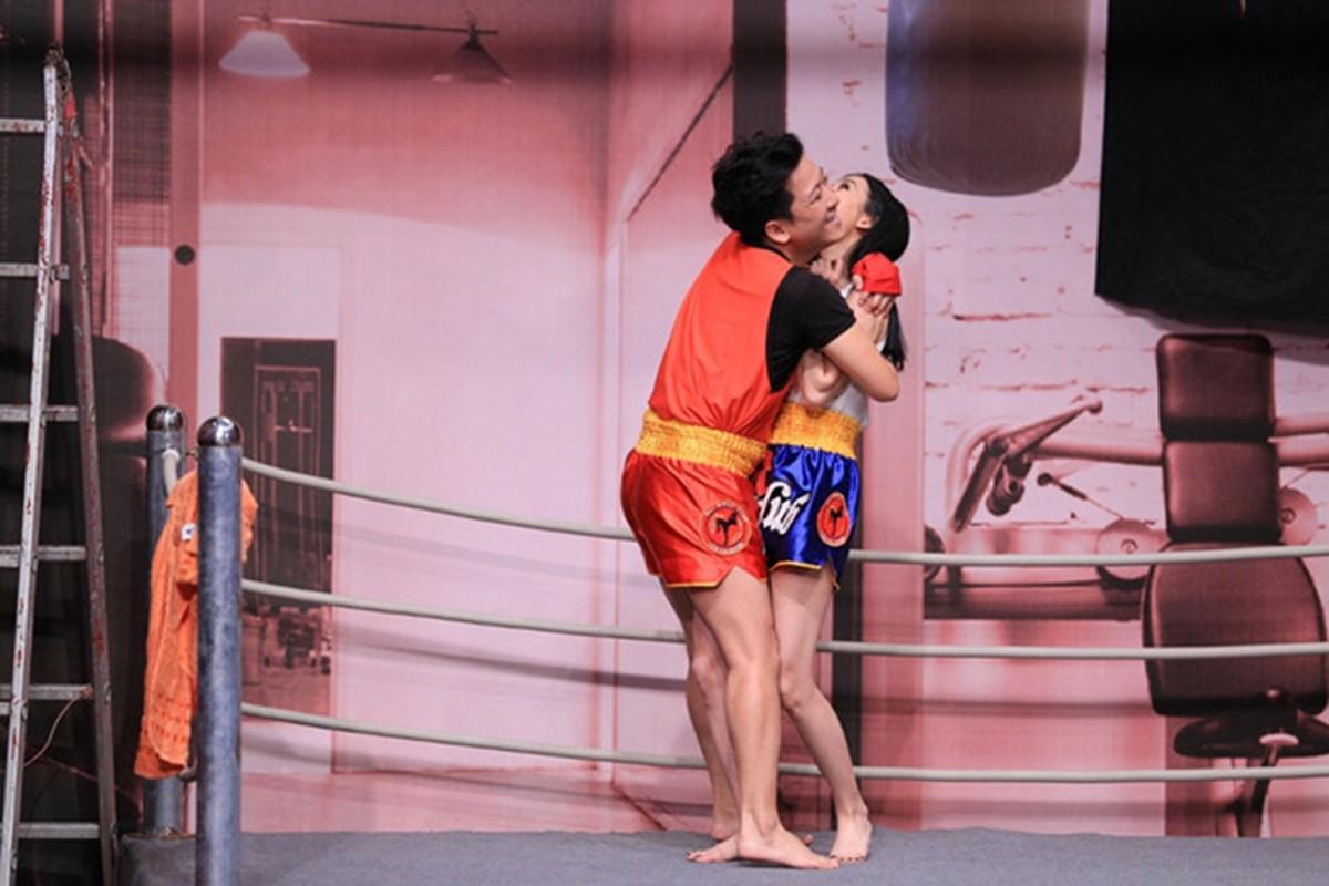 Dau chi Nam Em, dien voi ai Truong Giang cung... om, hon!-Hinh-7