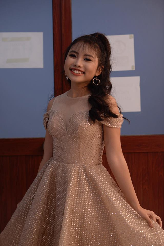 Co be dan ca Phuong My Chi khoe dang thieu nu, than bi len can-Hinh-5