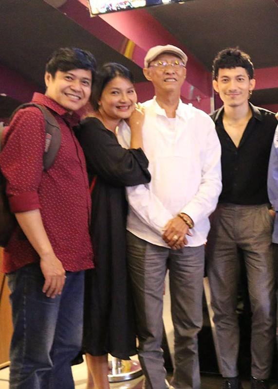 Nghe si Le Binh tuoi tan di xem phim cung dong nghiep-Hinh-6
