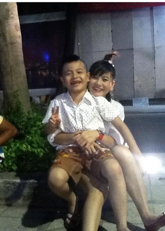 Khoanh khac dang yeu cua Cat Phuong ben con trai-Hinh-2