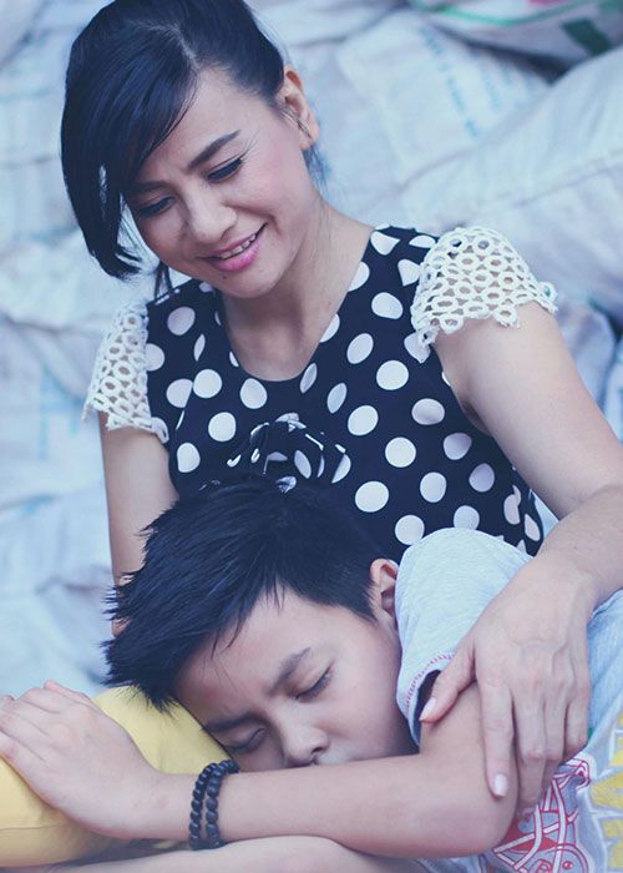 Khoanh khac dang yeu cua Cat Phuong ben con trai-Hinh-6